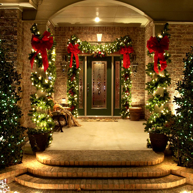 Simple & Elegant Ways To Decorate Your Home This Holiday