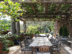 Magical Ideas For Outdoor Dining Under A Pergola On A Deck