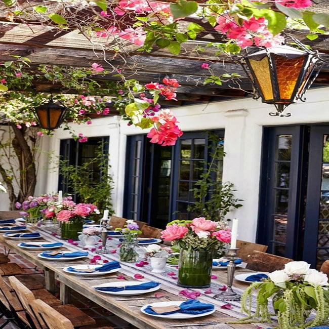 Ideas mágicas para cenar al aire libre bajo una pérgola en una terraza